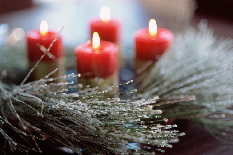 candles-with-tree-limbs
